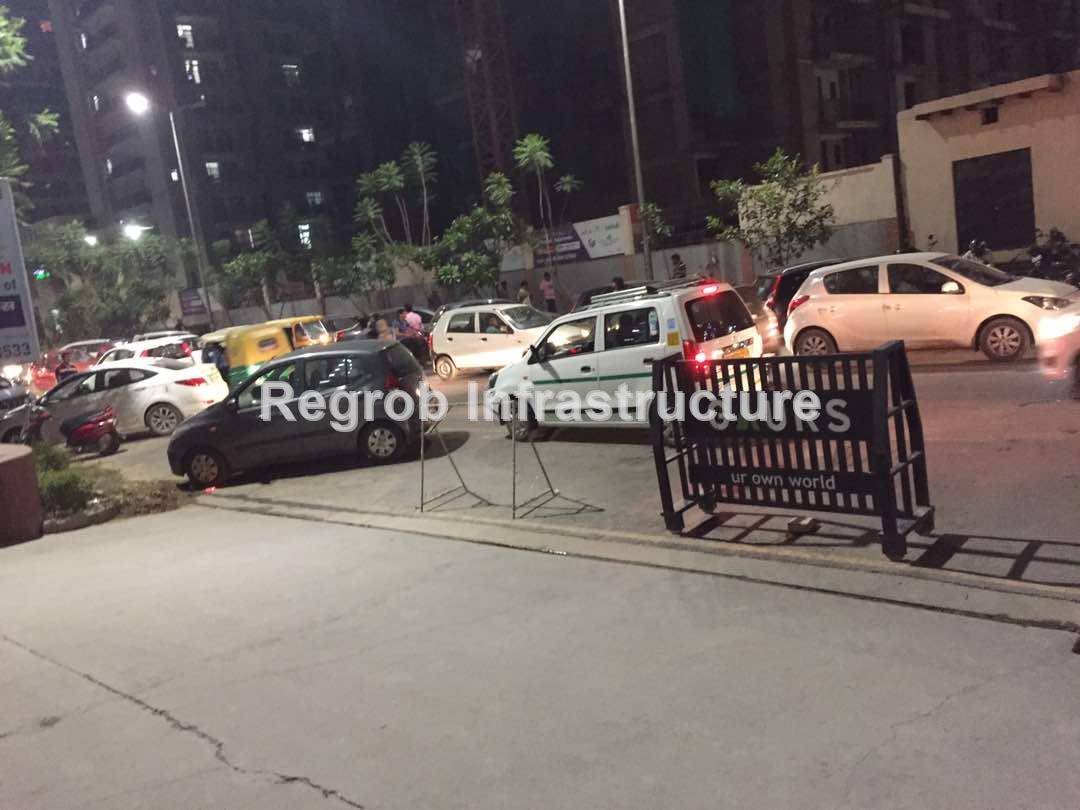 Life in Gaur City